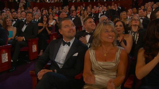 Leo ve su nombre en la pantalla con los otros nominados a los Oscar por Mejor Actor.