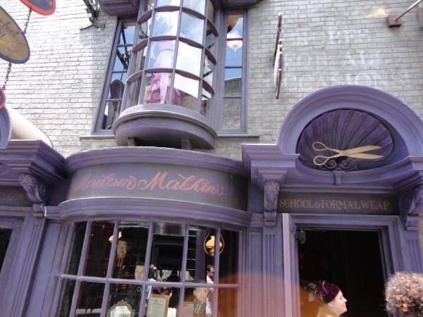 harry-potter-diagon-alley-dress-shop