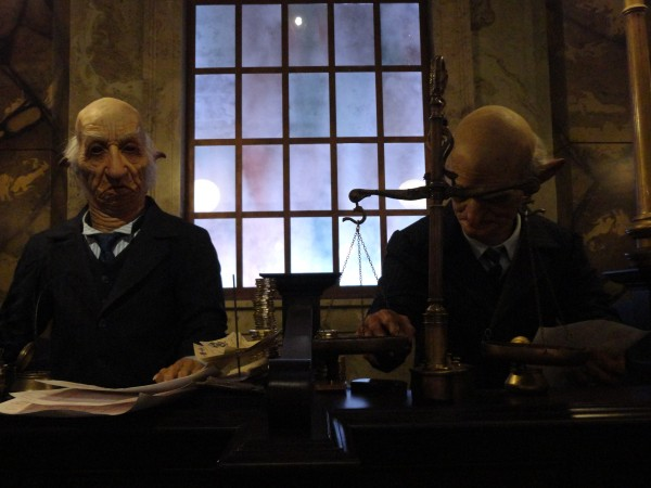 harry-potter-diagon-alley-escape-from-gringotts-goblins
