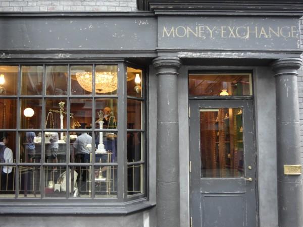 harry-potter-diagon-alley-gringotts-money-exchange