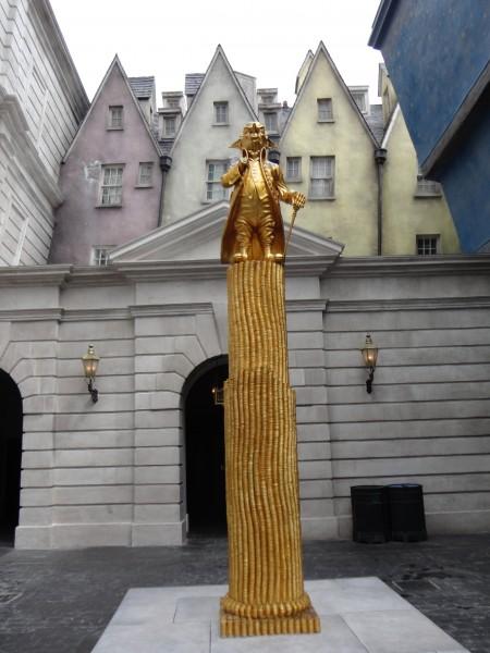 harry-potter-diagon-alley-gringotts-statue