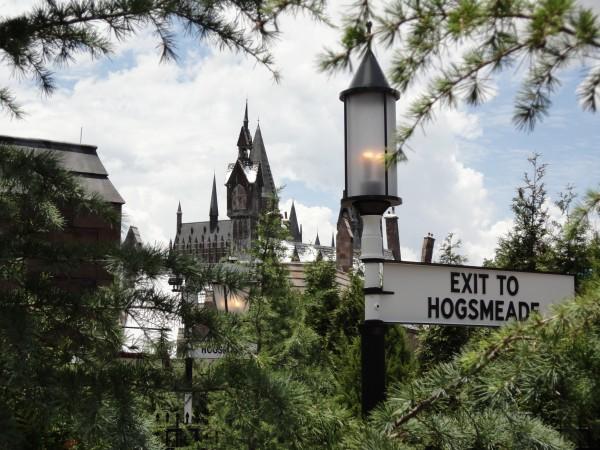 harry-potter-diagon-alley-hogwarts-express-exit-hogsmeade
