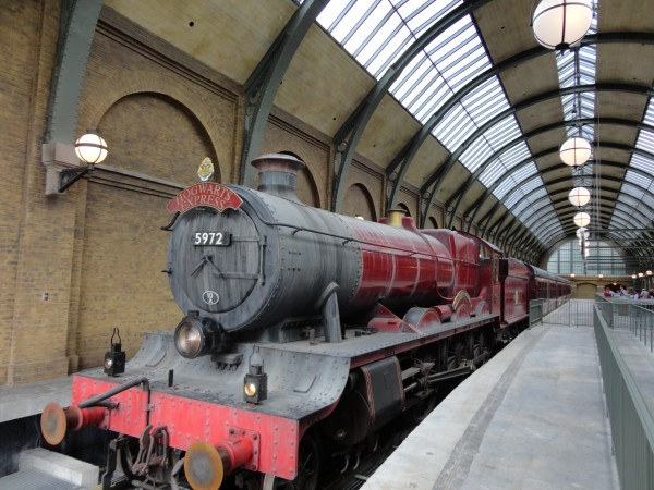 harry-potter-diagon-alley-hogwarts-express-train