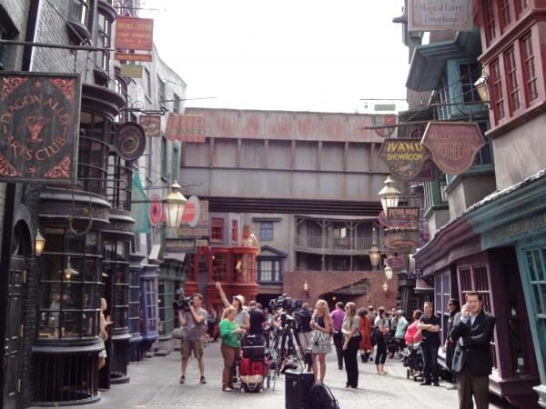 harry-potter-diagon-alley-opposite-view