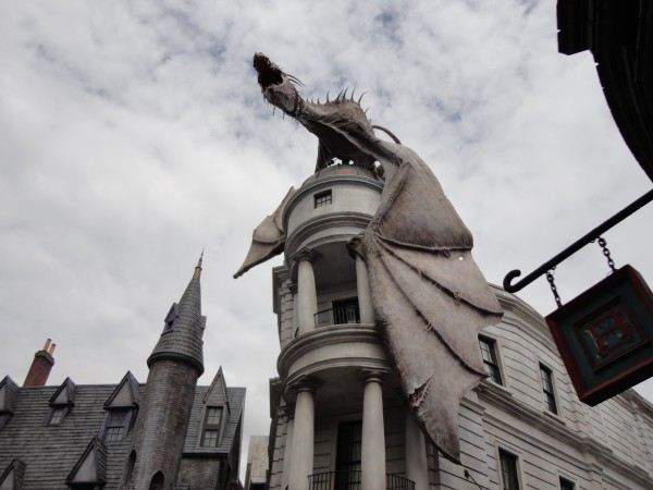 harry-potter-diagon-alley-universal-dragon