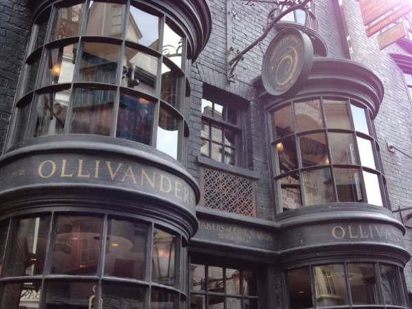 harry-potter-diagon-alley-wands-by-gregorovitch