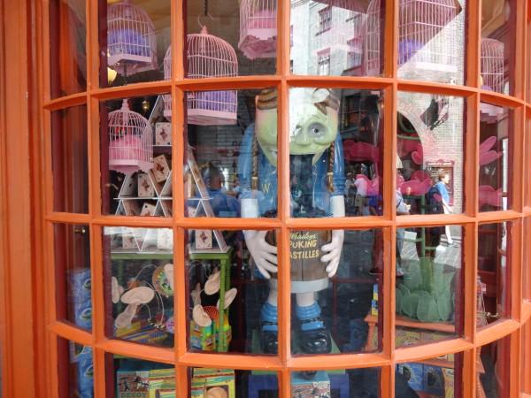 harry-potter-diagon-alley-weasleys-wizard-wheezes