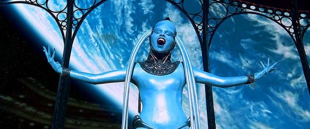 Actuacion entera de la Diva de 'El Quinto Elemento'