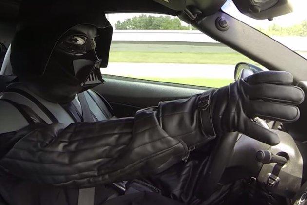 Chewie vs Darth Vader en coches