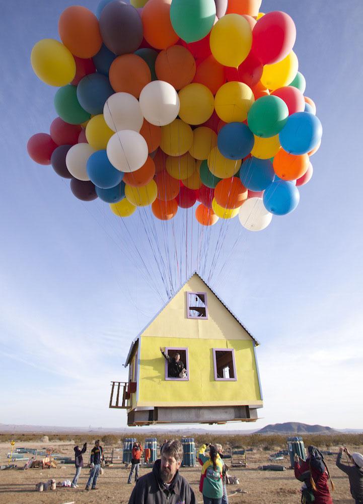 Hogar transformado en la casa de la película Up que vuela con globos.