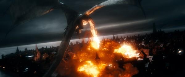 el-hobbit-la-batalla-de-los-cinco-ejercitos-imagen-smaug