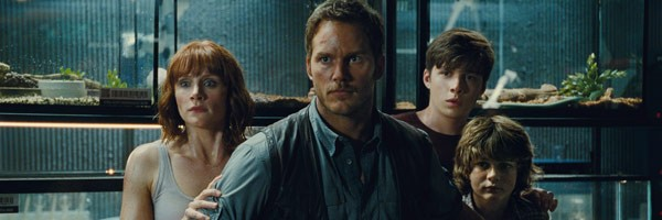 jurassic-world-pictures-27-hi-res-looks-at-new-dinos-chris-pratt-arms