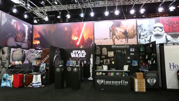 comic-con-2015-convention-floor-picture-image (102)