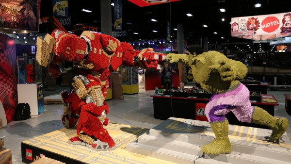 comic-con-2015-convention-floor-picture-image (13)