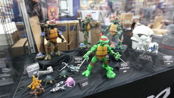 comic-con-2015-convention-floor-picture-image (36)
