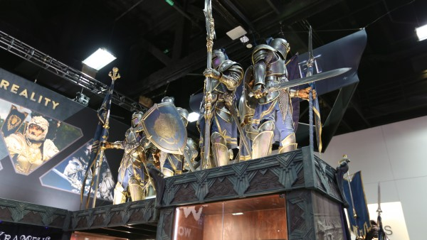 comic-con-2015-convention-floor-picture-image (69)