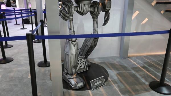 comic-con-2015-convention-floor-picture-image (77)
