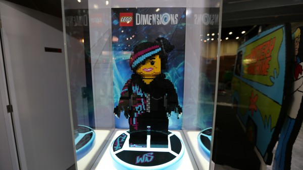 comic-con-2015-convention-floor-picture-image (78)