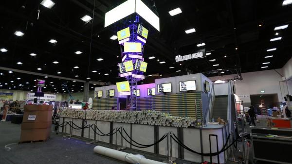 comic-con-2015-convention-floor-picture-image (85)