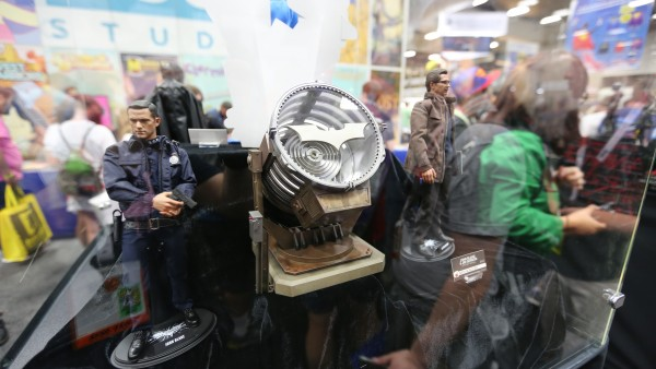 dark-knight-hot-toys-sideshow-collectibles-booth-picture-comic-con (1)
