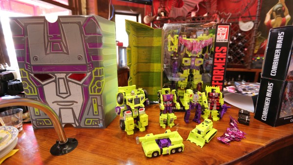 hasbro-transformers-jem-star-wars-toy-pictures-comic-con (2)