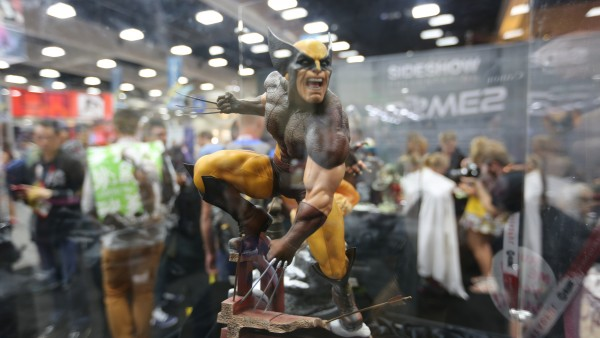 wolverine-hot-toys-sideshow-collectibles-booth-picture-comic-con (42)