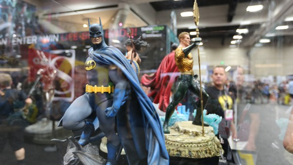 batman-hot-toys-sideshow-collectibles-booth-picture-comic-con (46)
