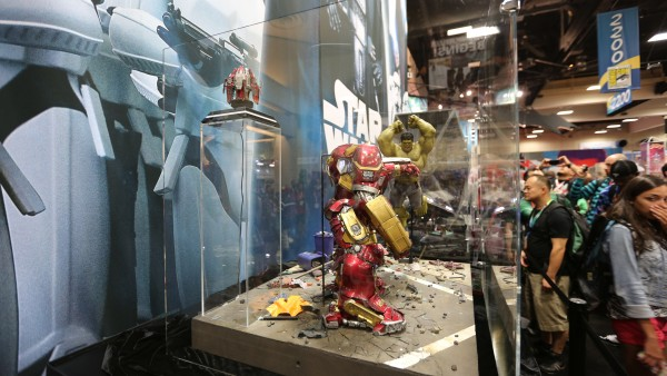 hulkbuster-hot-toys-sideshow-collectibles-booth-picture-comic-con (2)