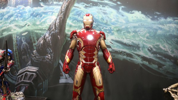 iron-man-hot-toys-sideshow-collectibles-booth-picture-comic-con (2)