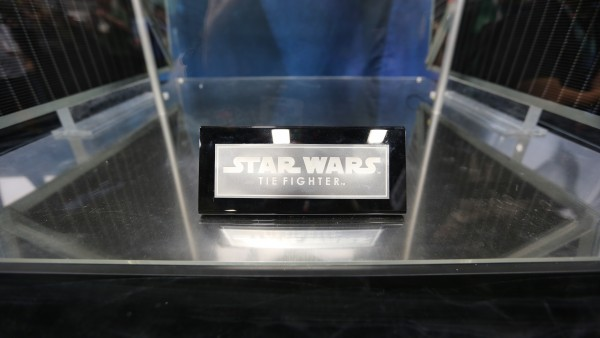 tie-fighter-hot-toys-sideshow-picture (2)
