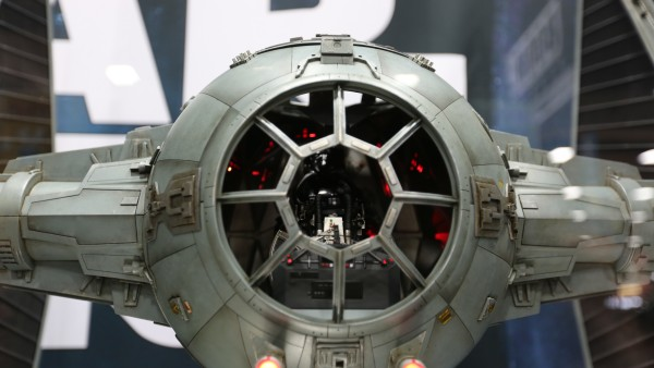 tie-fighter-hot-toys-sideshow-picture (6)