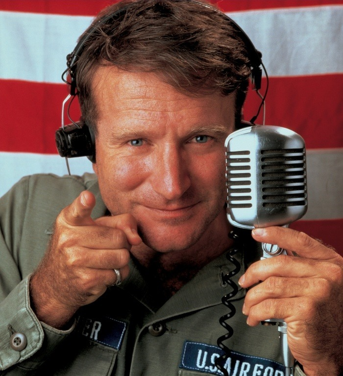 Goo-morning-Vietnam-Saigon-Robin-Williams-micro