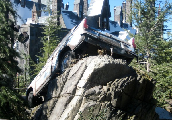 wizarding-world-of-harry-potter-flying-car