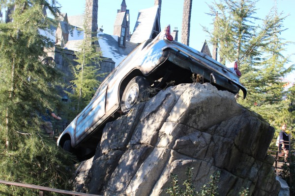 wizarding-world-of-harry-potter-flying-car-7