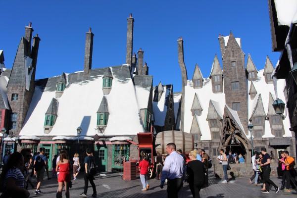 wizarding-world-of-harry-potter-hogsmeade-7