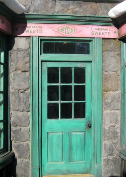 wizarding-world-of-harry-potter-honeydukes-7