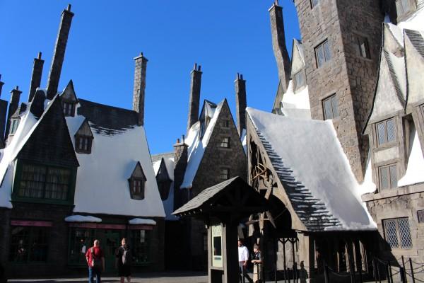 wizarding-world-of-harry-potter-three-broomsticks-18