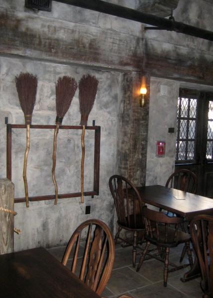wizarding-world-of-harry-potter-three-brromsticks-6