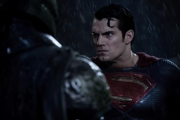 henry-cavill-batman-v-superman-dawn-of-justice-image