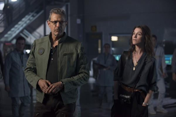 independence-day-resurgence-jeff-goldblum-charlotte-gainsbourgh