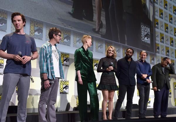 marvel-comic-con-doctor-extraño-cast-2