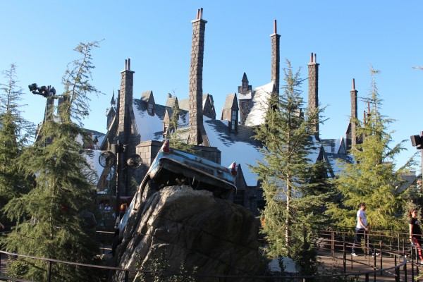 wizarding-world-of-harry-potter-flying-car-5