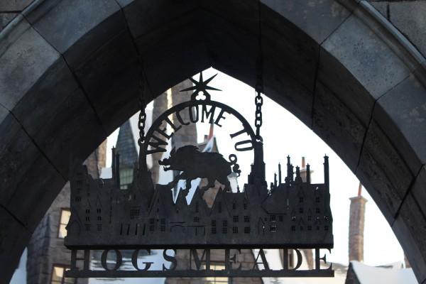 wizarding-world-of-harry-potter-hogsmeade-22