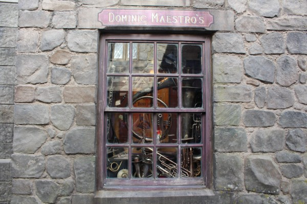 wizarding-world-of-harry-potter-hogsmeade-5