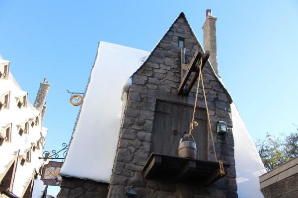 wizarding-world-of-harry-potter-hogsmeade-6