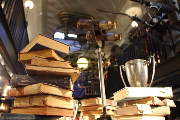 wizarding-world-of-harry-potter-hogsmeade-dervish-and-banges-4