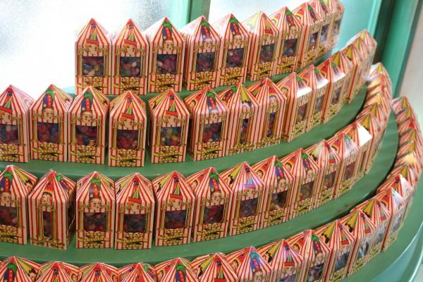 wizarding-world-of-harry-potter-honeydukes-8