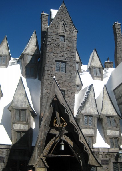 wizarding-world-of-harry-potter-three-broomsticks-10