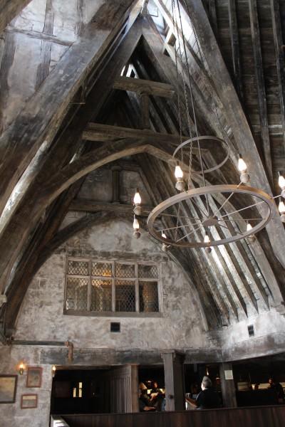 wizarding-world-of-harry-potter-three-broomsticks-13
