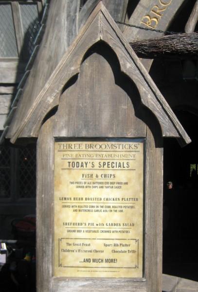 wizarding-world-of-harry-potter-three-broomsticks-9